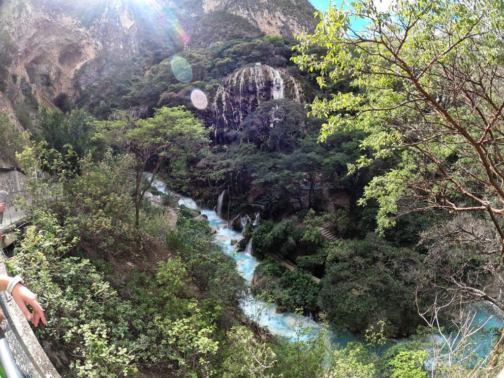 gruta tolantongo river - mexico